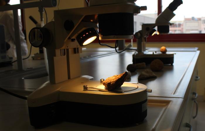 Microscopio in Laboratorio Scienze della Sede di Via Melis
